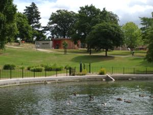 Reg Driver Centre and round pond