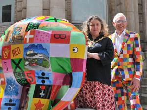 Mayor of Ipswich Councillor Jan Parry and Norman with Elmer on the Cornhill