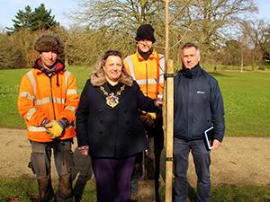 Mayor_tree_planting